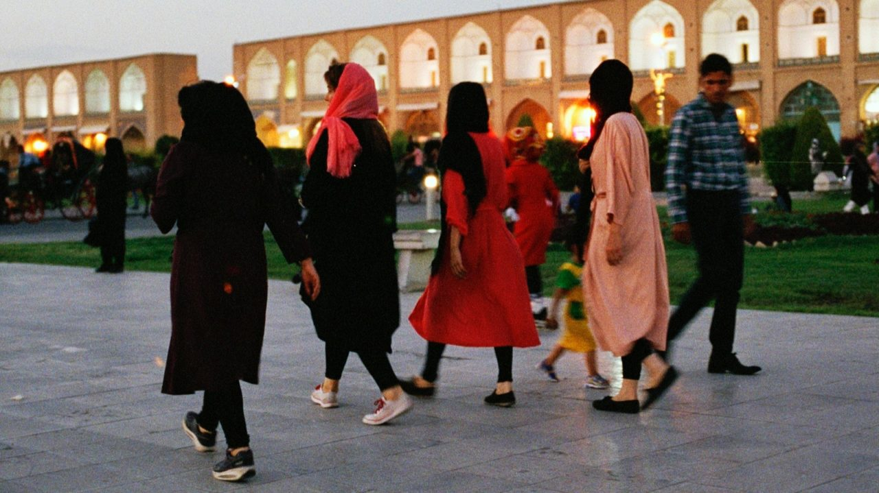Lipstick Tehran – Subversive signs in the realm of the mullahs